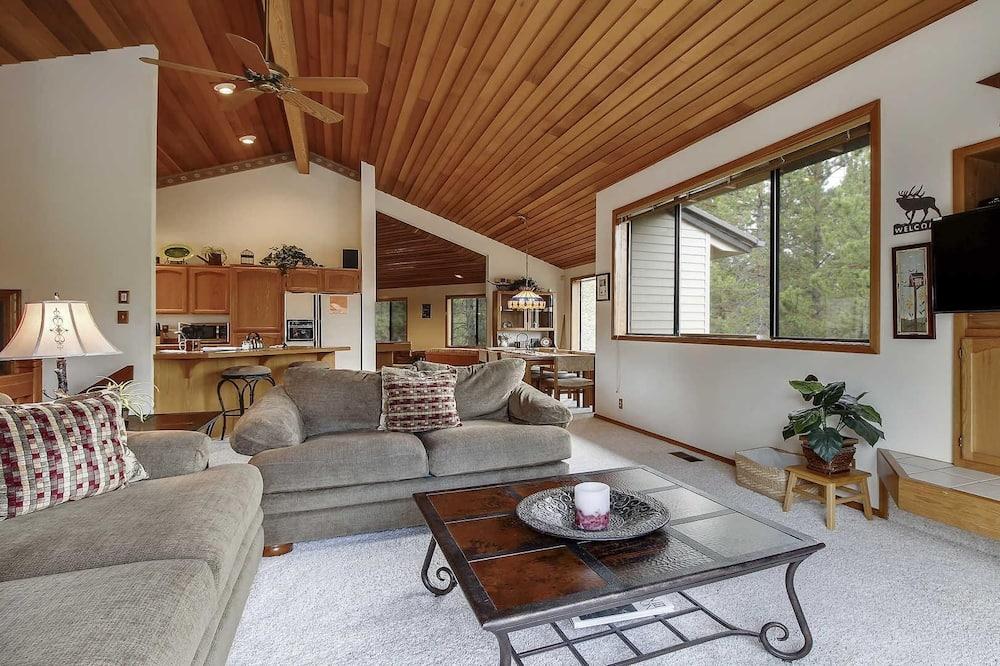 House, Multiple Beds (Crag 8) - Living Room