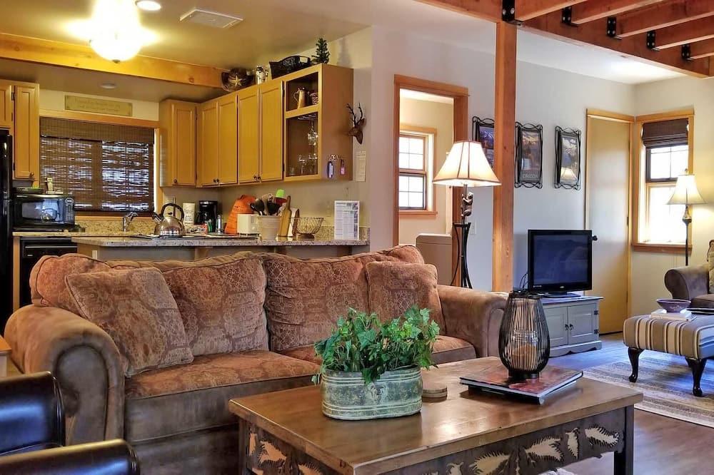 House, Multiple Beds (Deer 18) - Living Room