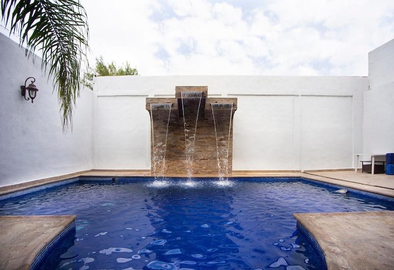CAPITAL O Hotel Mahu, Monterrey, Piscina al aire libre