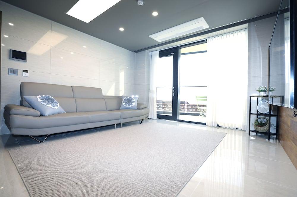 Room (203) - Living Area