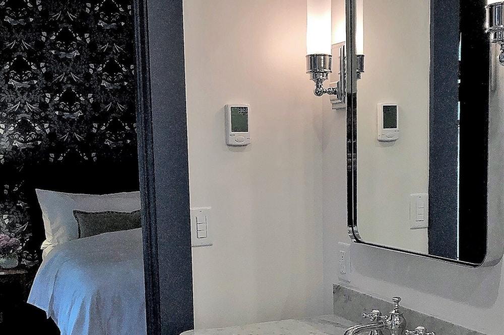 ห้องดีลักซ์ - อ่างล้างมือ