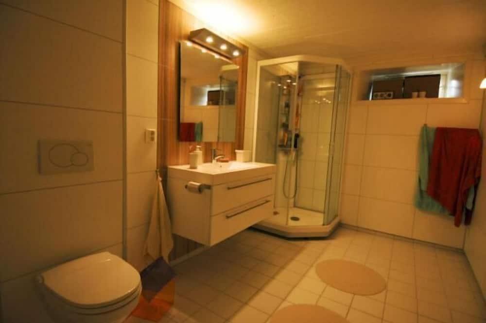House, 4 Bedrooms - Bathroom