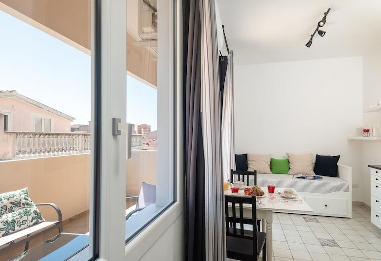 Altrè Guesthouse, Olbia, Junior-Suite, Terrasse, Stadtblick, Wohnbereich