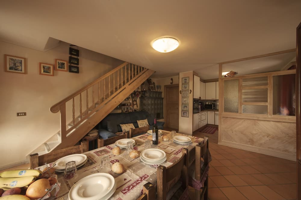 Family Apartment, Berbilang Katil, 2 Bathrooms, Garden Area (Azalea) - Tempat Makan dalam Bilik