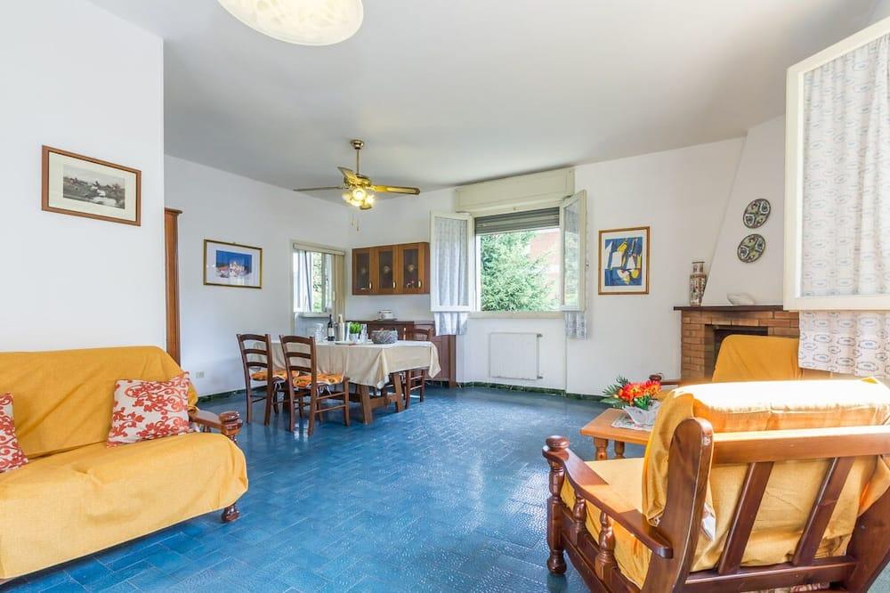 Family Apartment, Multiple Beds, 2 Bathrooms, Garden Area (Valentina 2) - Living Area