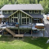 Pineview Lodge by Bear Country