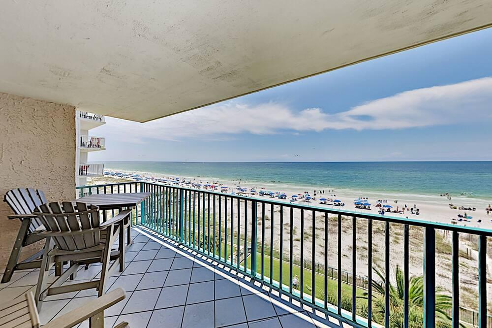 Beachfront Corner Unit All-suite Retreat With Pools - 3 Bedroom Condo, Gulf Shores