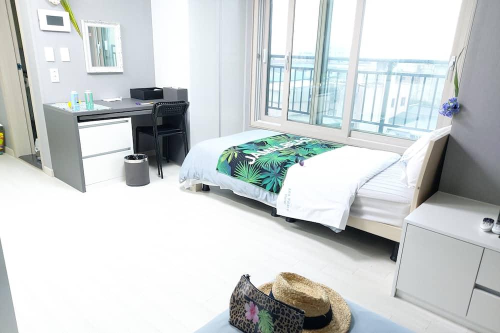 Ocean City View Twin - Living Room
