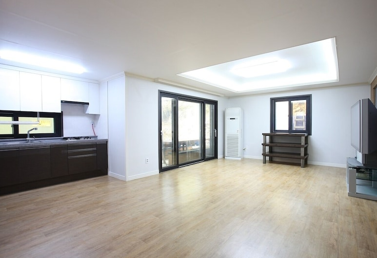 Firefly Pension, Busan, Apartment (White 2nd floor), Wohnbereich