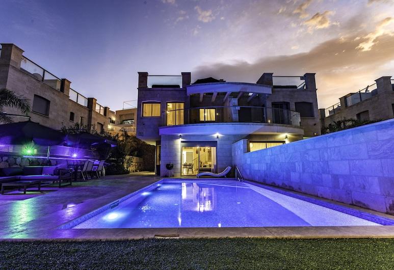 Luxury 4BR Villa W private pool&Jacuzzi, Eilat