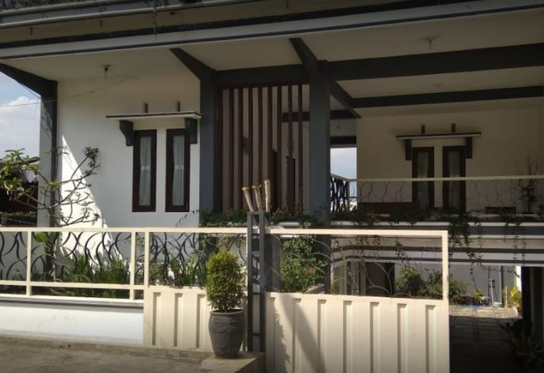 Villa Asri, 巴圖