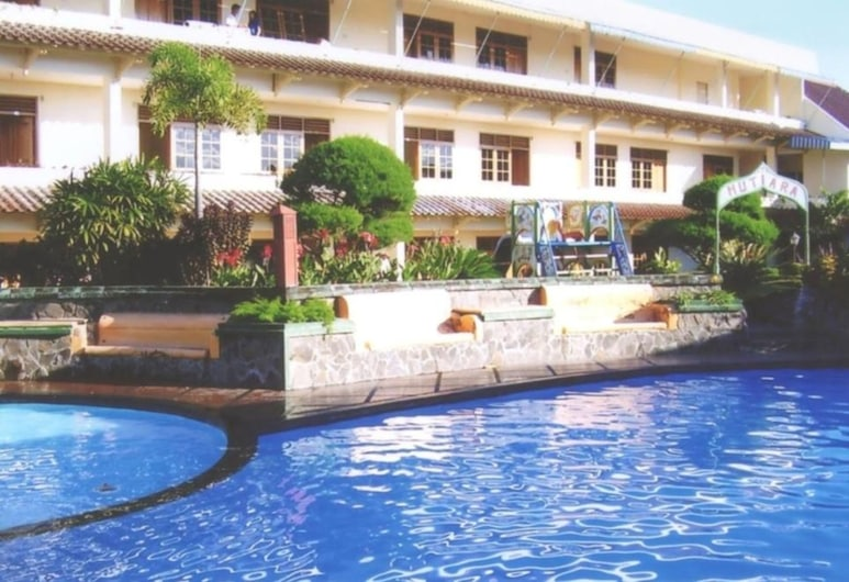 Hotel Mutiara Baru, Batu, Outdoor Pool