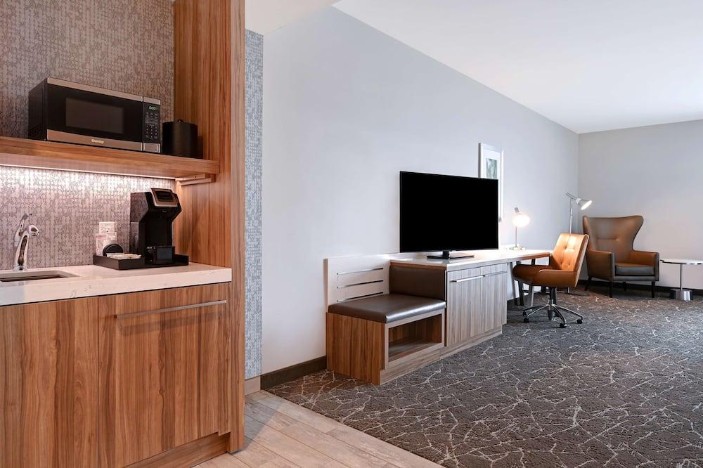 Junior Suite, 1 King Bed, Accessible, Bathtub - Living Area
