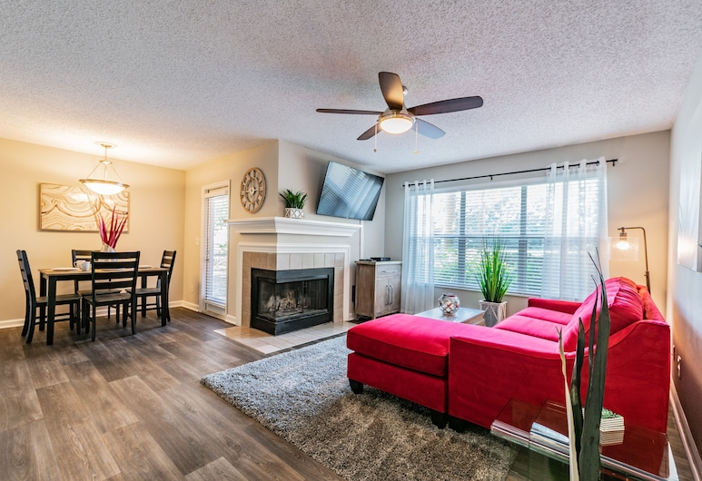 CP-514: Luxury Clearwater Apartment, Clearwater