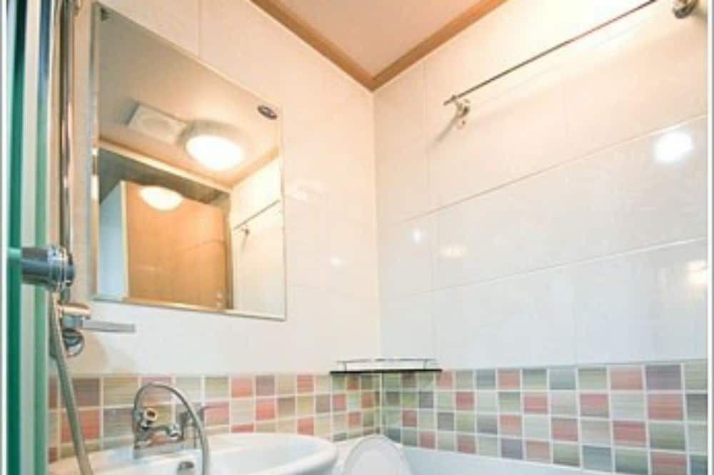 Basic Μονόκλινο Δωμάτιο (2) - Μπάνιο