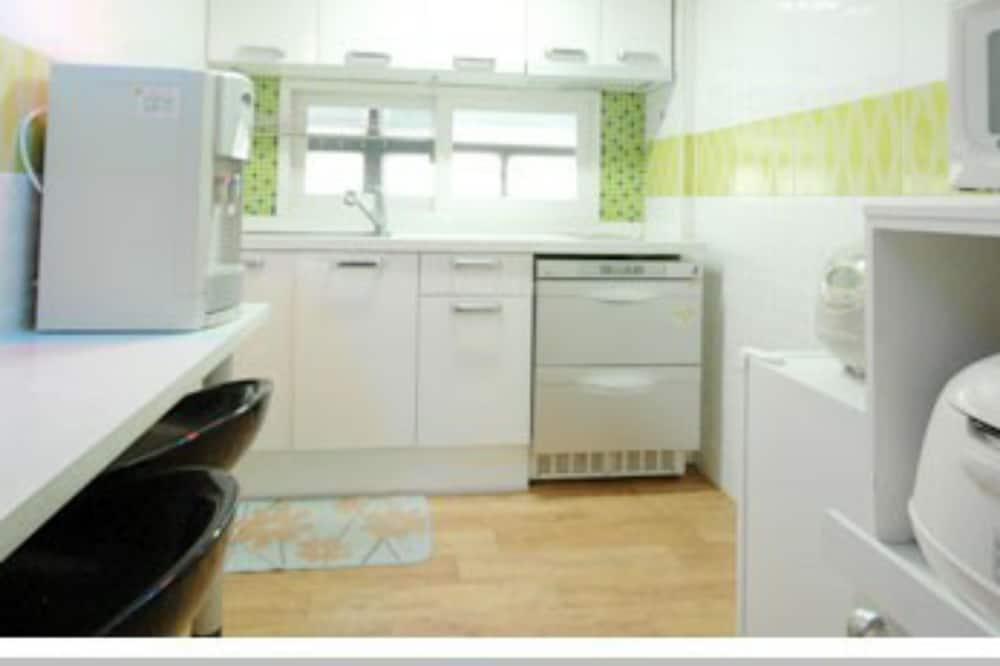 Basic Μονόκλινο Δωμάτιο (2) - Κοινόχρηστη κουζίνα