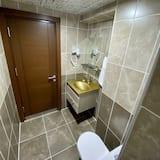 Comfort Twin Room, Multiple Beds - Bathroom
