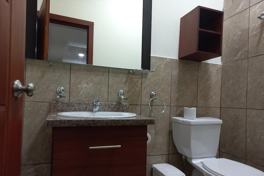 Family Room, 1 Bedroom, Accessible, Microwave - Bathroom