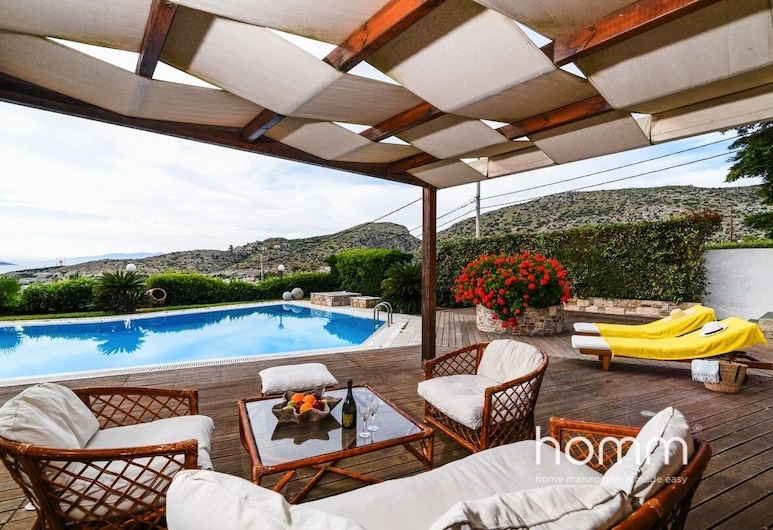 260m² homm Deluxe Villa with big pool in Thimary, Lavreotiki, Piscina