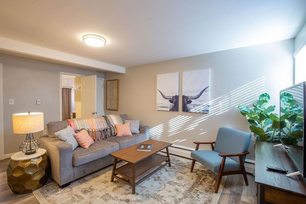 Appart'hôtel, 1 grand lit (Hip & Urban Condo near the heart of O) - Salle de séjour