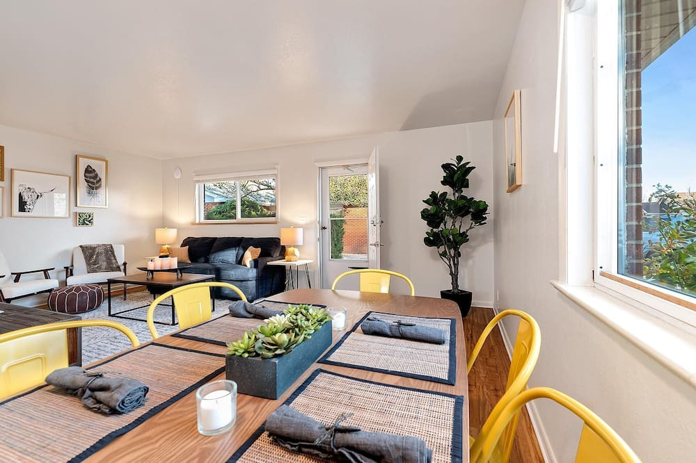 Apartment, Multiple Beds (Hideout Near Old Town - Free Bikes!!) - Living Room