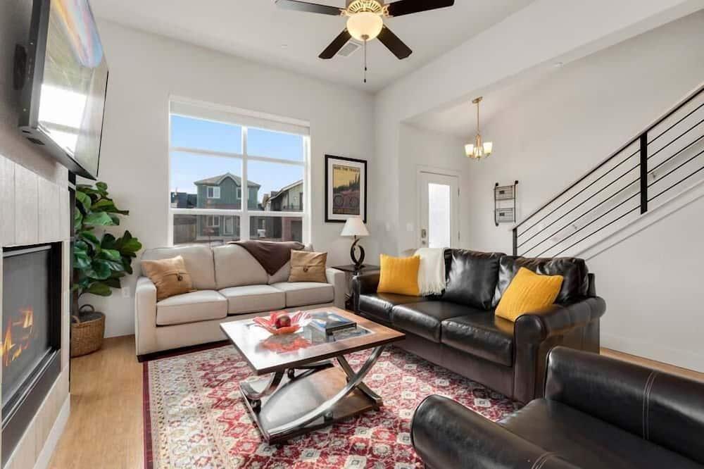 獨棟房屋, 多張床 (238 Osiander St. Unit D) - 客廳