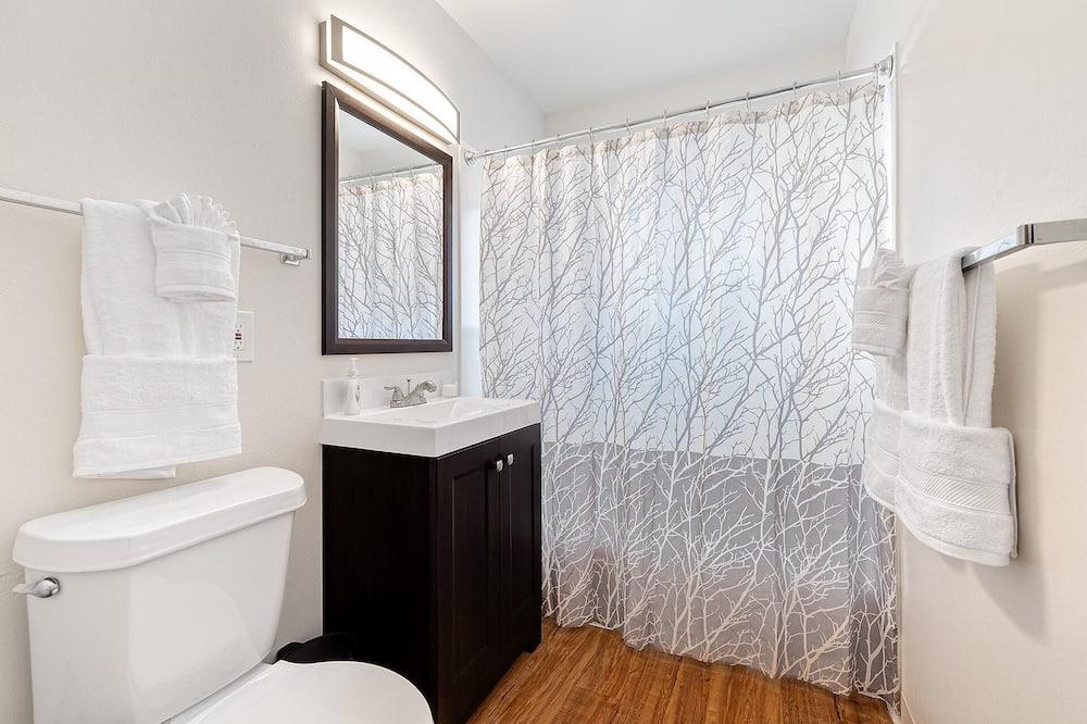 Condo, Multiple Beds (1020 Garfield St. (Suite 5)) - Bathroom