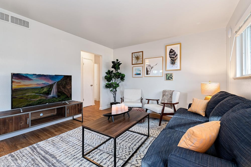 Condo, Multiple Beds (1020 Garfield St. (Suite 5)) - Living Room