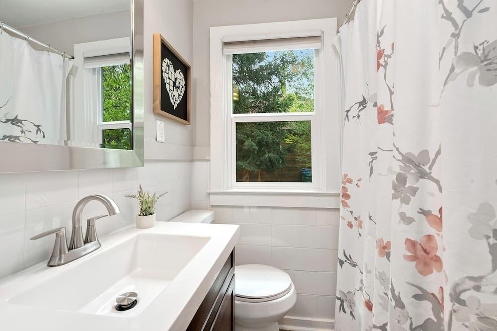 하우스, 침대(여러 개) (417 Park St., US) - 욕실