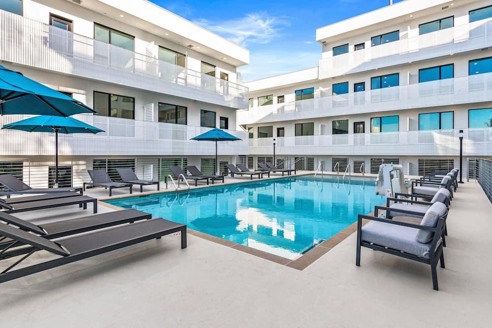 شقة - غرفتا نوم - حمام سباحة