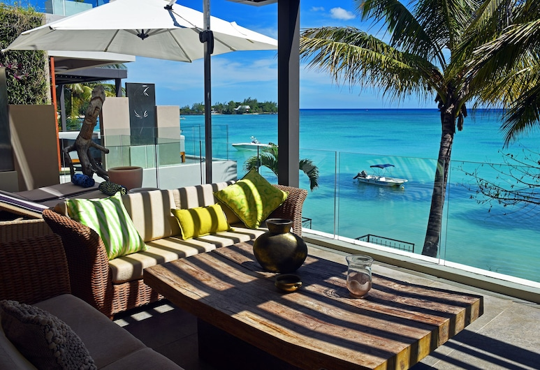 In the North of Mauritius,superb Apartment by the sea to Rent for Holidays, Grand-Baie, Balcón
