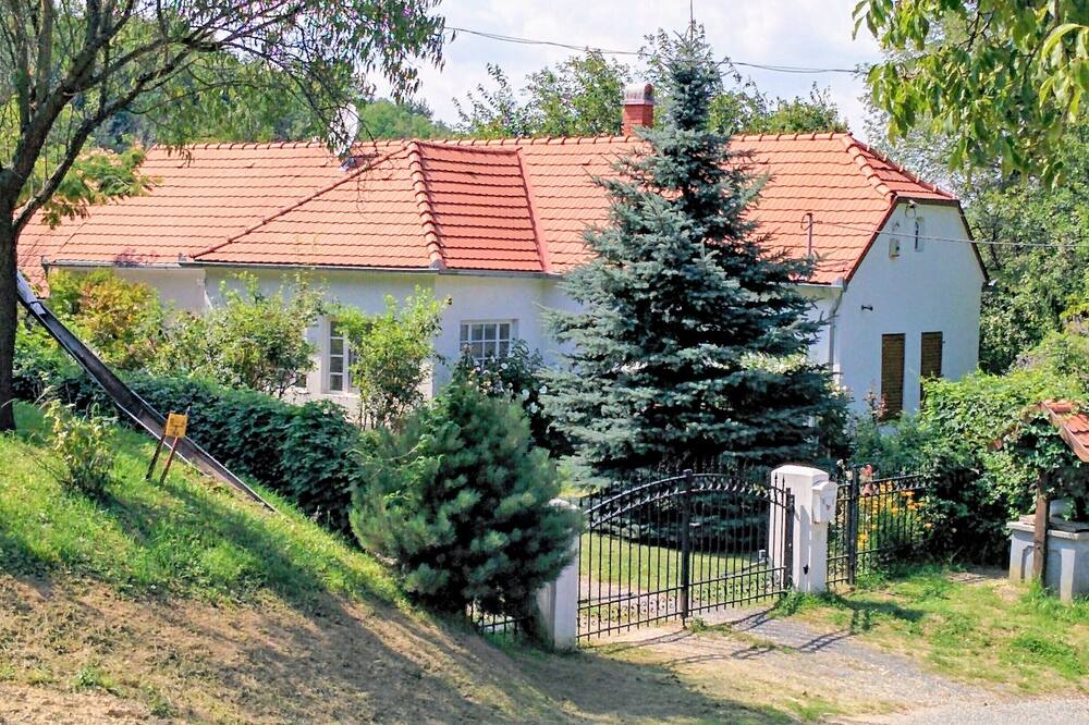 Beautiful White Villa With Heated Swimming Pool, Sauna and Wifi, Zalaköveskút