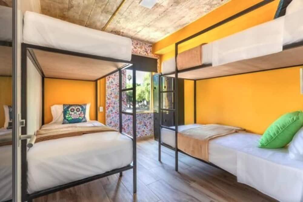 Shared Dormitory, Mixed Dorm, 2 Bunk Beds - Camera