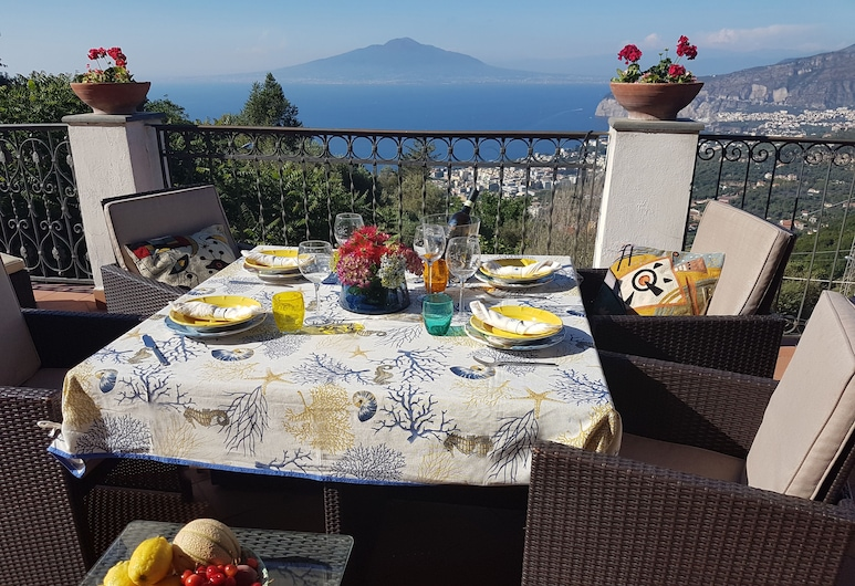 Joyce Home is an Elegant Appartament With an Amazing View on the Gulf of Naples, Massa Lubrense, Balkón