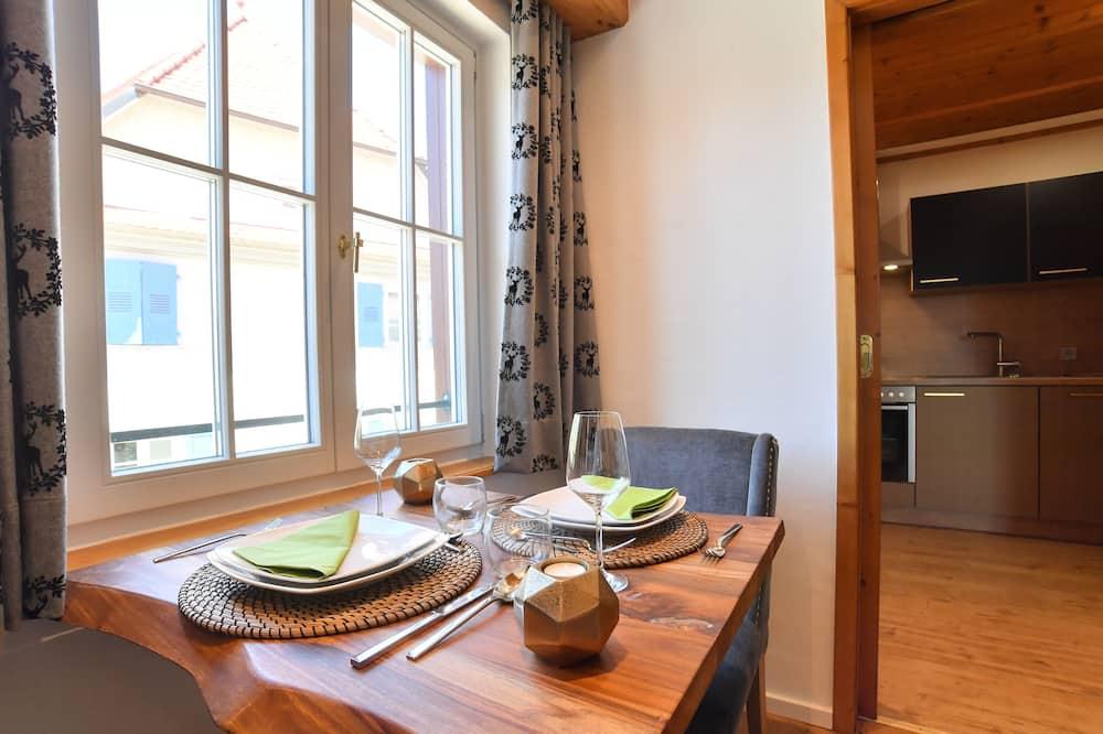 Comfort Suite (18) - In-Room Dining