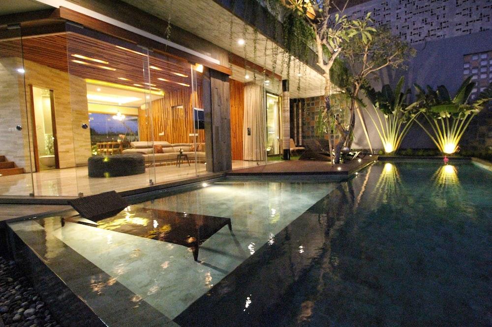 Villa, 4 hálószobával - Saját medence