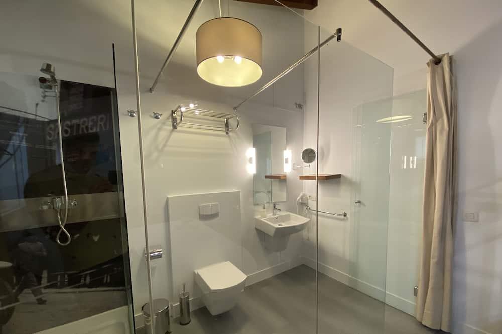 Standard-Doppelzimmer - Badezimmer