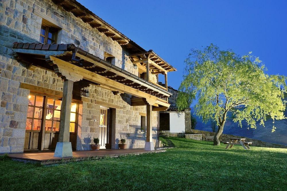 La Casa de Bustantegua, Selaya