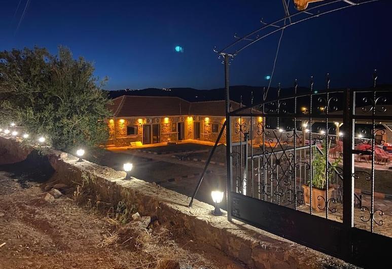 Assos Bianca Suites, Ayvacık, Pohľad na hotel – večer/v noci