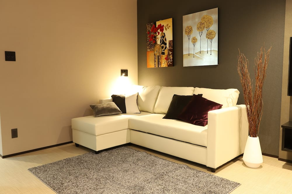 Room (3) - Living Area