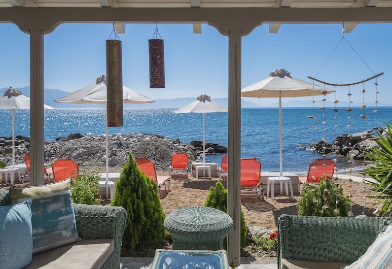 Beachfront Modern Flat-Breakfast Included, Messini, Beach
