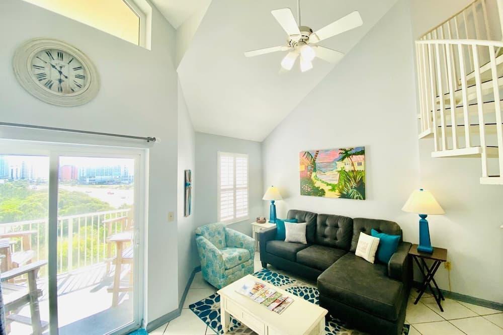 Condo, 2 Bedrooms, Balcony, Beachfront (1.5 Bathrooms - 419) - Ruang Tamu