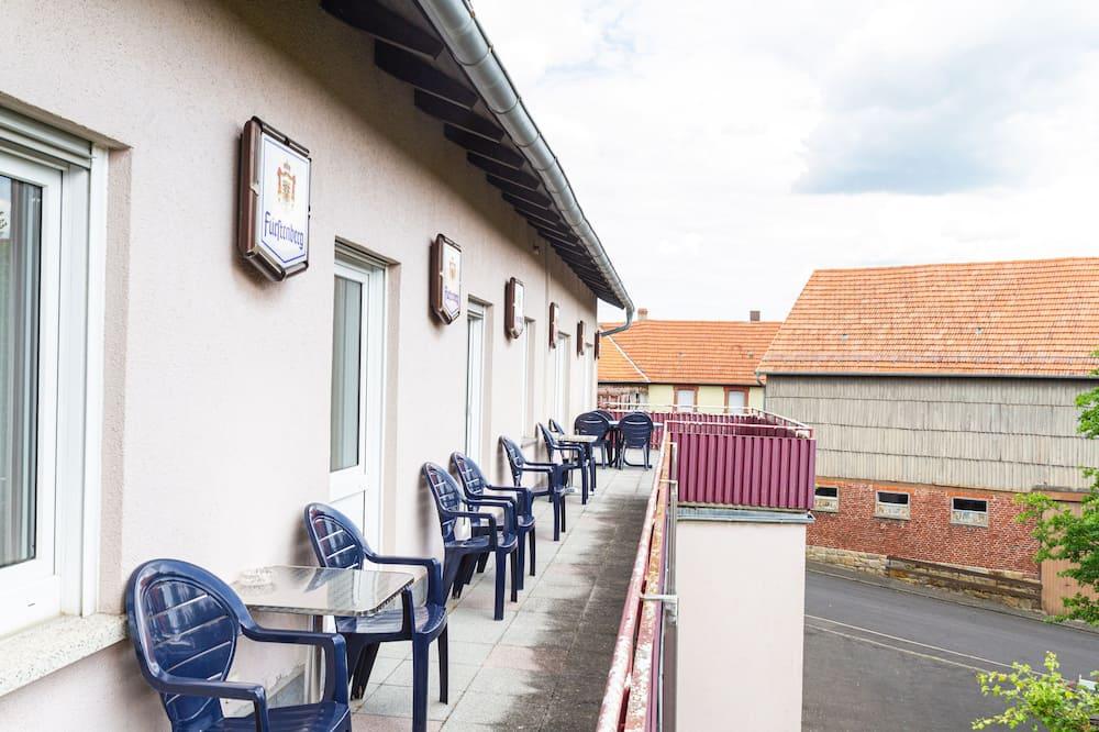 חדר סטנדרט לשלושה, חדר רחצה פרטי, נוף לגן (mit Balkon) - נוף מהמרפסת