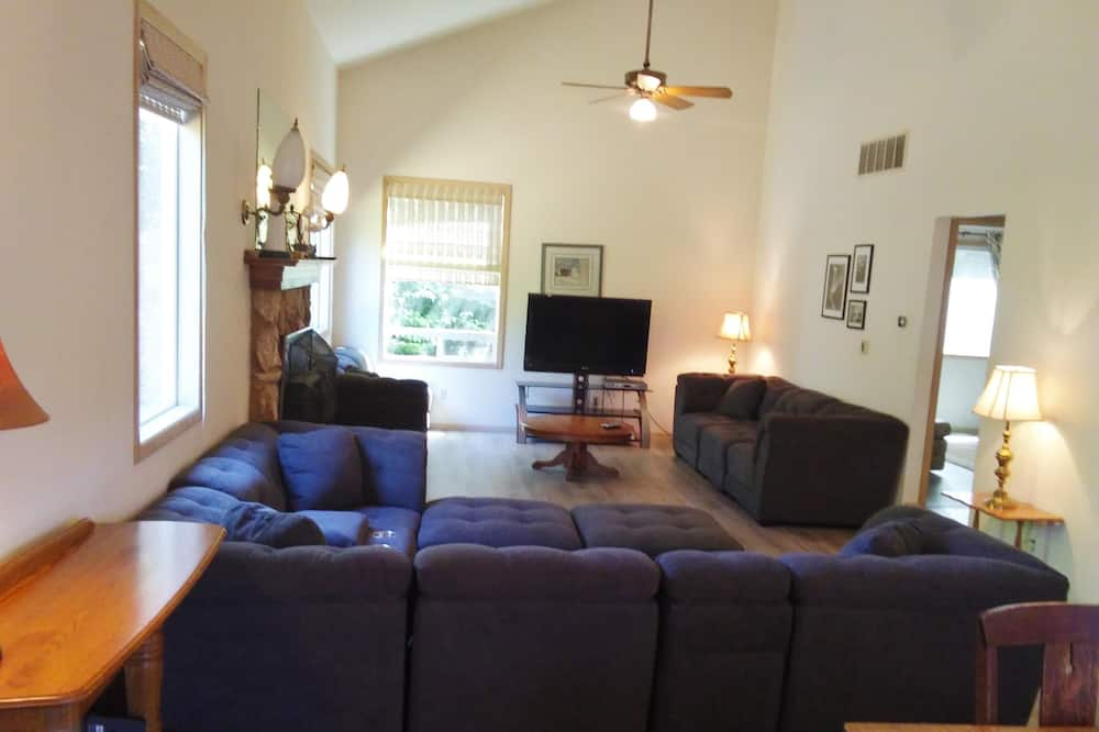 單棟房屋, 多張床 (652 4th St) - 客廳