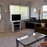 Dom, viacero postelí (335 4th Ave) - Obývačka