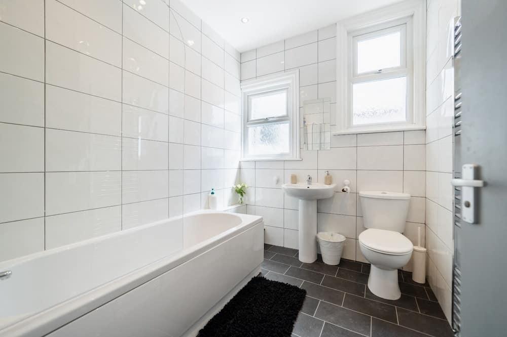 Standard Apartment, Private Bathroom (Love Island Suite ) - Bathroom