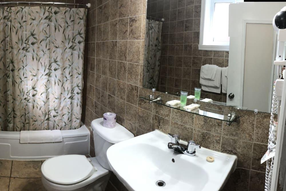 Perhehuone kolmelle - Kylpyhuone
