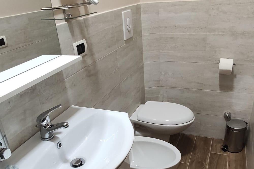 Superior Double or Twin Room, Partial Sea View (2) - Bathroom
