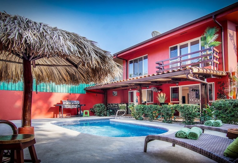 Big Private Home With Pool in Surfside - a Short Walk From the Beach, Potrero