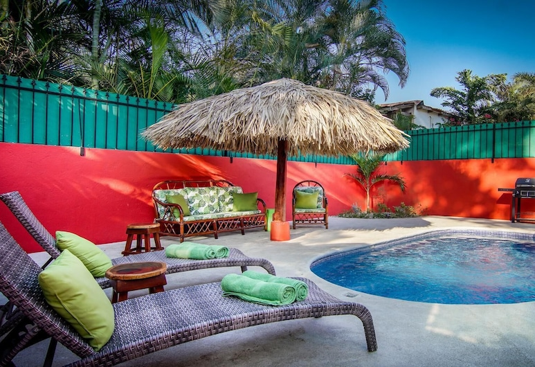 Big Private Home With Pool in Surfside - a Short Walk From the Beach, Потреро, Бассейн